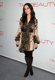 Eliza Dushku opted for a bohemian style, wearing a belted print tunic with blouson sleeves over a pair of leggings.