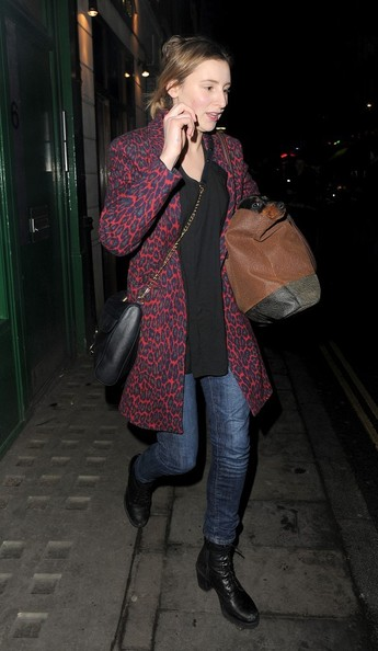 More Pics of Laura Carmichael Leather Messenger Bag (1 of 6) - Laura Carmichael Lookbook - StyleBistro