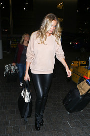 LeAnn Rimes was spotted at LAX wearing a basic nude sweater.