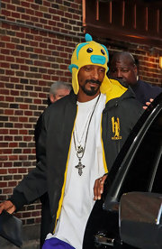 Snoop Dogg showed off his quirky side in a yellow and blue fish hat.