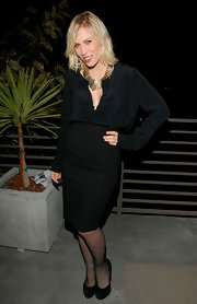 Natasha Bedingfield opted for an all-black ensemble, pairing her black frock with suede black pumps.