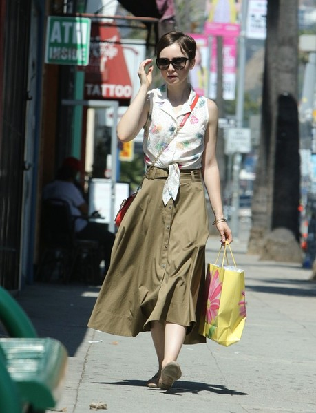 More Pics of Lily Collins Chain Strap Bag (2 of 9) - Shoulder Bags Lookbook - StyleBistro []