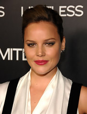 Abbie rocked glossy pink lipstick to the premiere of 'Limitless'.She finished off her look with a subtle smoky eye.