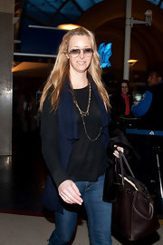 Lisa Kudrow's brown Birkin tote was a luxurious finish to her casual outfit.