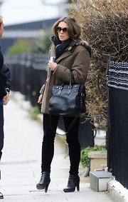 Elizabeth Hurley opted for a classic black leather tote for her carry-all.
