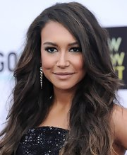 Naya Rivera lined her lids with metallic blue liner and shadow for a cool and trendy beauty look.