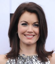 Bellamy Young's silver eyeshadow topped off her red carpet beauty look.