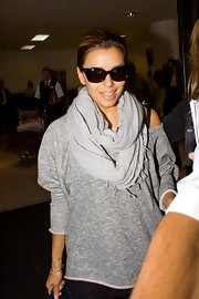 Eva paired her off-the shoulder shirt with a matching scarf.