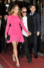 Jennifer looked perfect in this feminine frock at the Valentino fashion show in Paris.