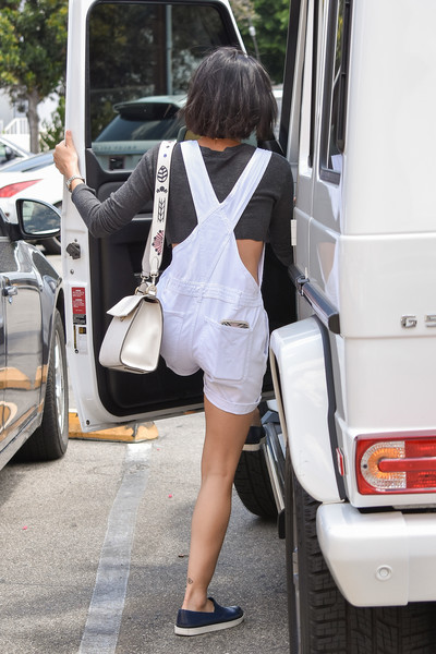 More Pics of Lucy Hale Cross Body Tote (1 of 20) - Lucy Hale Lookbook - StyleBistro []