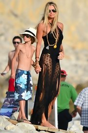 Elle wore the most elegant cover-up we've ever seen on the beach with her kids.