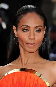 Jada Pinkett Smith attended the premiere of 'Madagascar 3' wearing a pair of yellow gold large flat hooked on hoops.