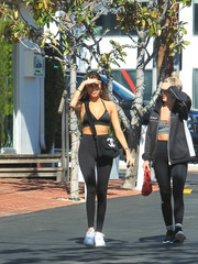Madison Beer completed her sporty-sexy look with black leggings by Lululemon.