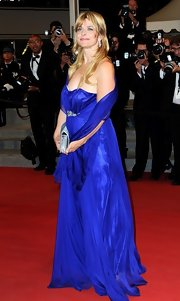 Nastassja Kinski looked marvelous in this flowy royal blue gown.