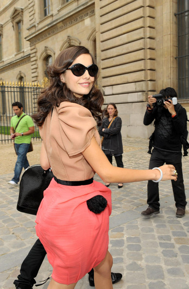 More Pics of Camilla Belle Oval Sunglasses (1 of 1) - Camilla Belle Lookbook - StyleBistro