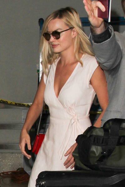 More Pics of Margot Robbie Chain Strap Bag (1 of 7) - Shoulder Bags Lookbook - StyleBistro