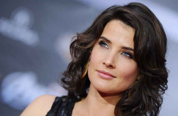 More Pics of Cobie Smulders Gold Dangle Earrings (1 of 9) - Cobie Smulders Lookbook - StyleBistro