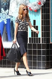 AnnaLynne McCord finished off her sleek style with these black peep-toe pumps.