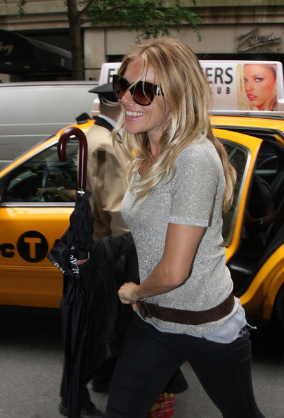 More Pics of Sienna Miller Oversized Sunglasses (1 of 1) - Sienna Miller Lookbook - StyleBistro