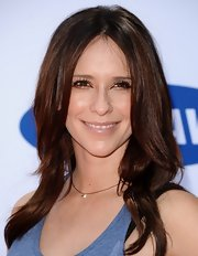 Jennifer Love Hewitt's rich chestnut locks simply shimmered against her fair skin.