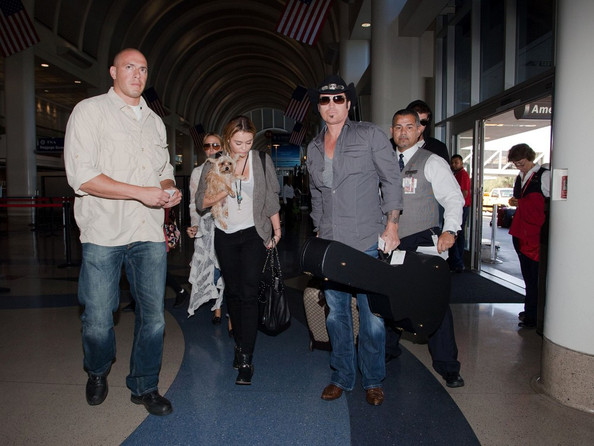 Miley Cyrus Races for a Flight