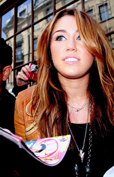 More Pics of Miley Cyrus Oversized Pendant Necklace (3 of ...