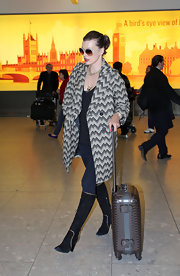 Mila showed off her casual chic airport style wile traveling through Heathrow Airport. This airport has seen so many starlets it's hard to keep track.