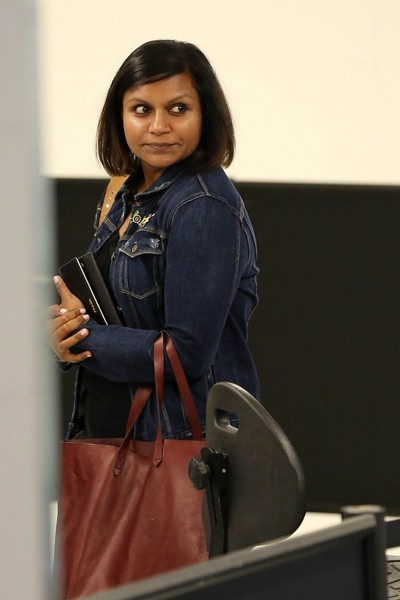 More Pics of Mindy Kaling Skinny Jeans (1 of 4) - Jeans Lookbook - StyleBistro []