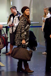 Minka Kelly traveled in style carrying a chocolate leather Louis Vuitton duffel.