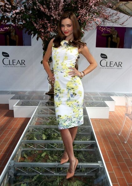 More Pics of Miranda Kerr Medium Wavy Cut (1 of 32) - Miranda Kerr Lookbook - StyleBistro