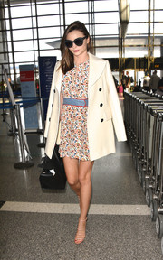 Miranda Kerr completed her chic travel look with nude strappy sandals by Alexander Wang.
