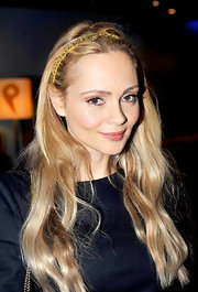 Beatrice Rosen wore her hair in long subtle waves at the Paris premiere of 'Mission: Impossible - Ghost Protocol.'