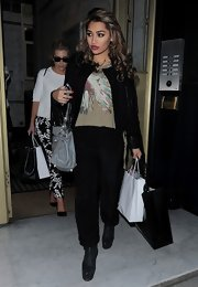 Vanessa White added some color and pattern to her all-black look with this Native American headdress-print tee.