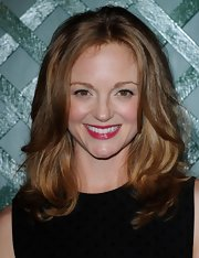 Jayma Mays arrived at the video premiere of 'My Valentine' wearing her long shiny tresses in a voluminous layered cut.