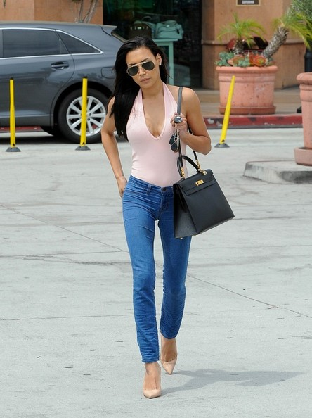 Naya Rivera paired her top with blue jeans that hugged her fit legs perfectly.