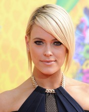 Peta Murgatroyd looked ultra modern with her graduated bob at the 2014 Nickelodeon Kids' Choice Awards.