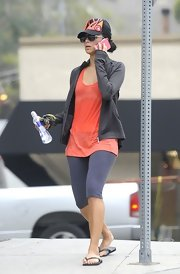 For her workout, Nicole Scherzinger opted for cozy knee-length leggings.