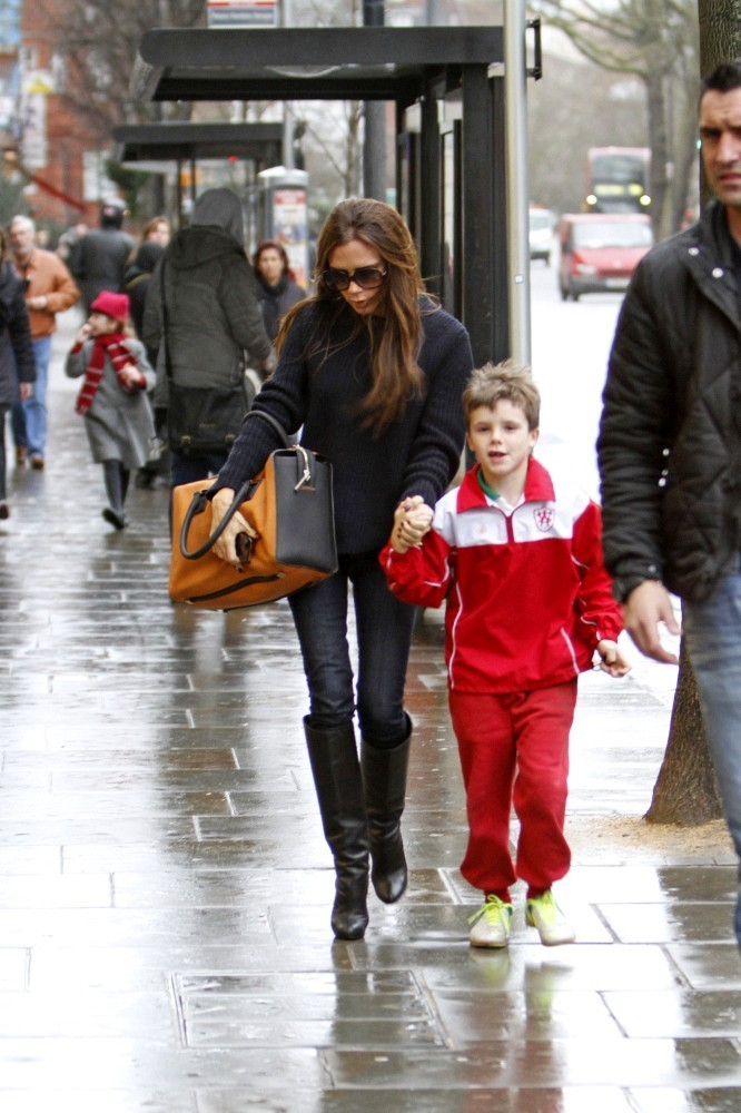 Victoria Beckham Picks Up Dinner