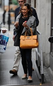 Jessica Ennis paired a mustard leather tote with her neutral outfit for a bright pop of color.