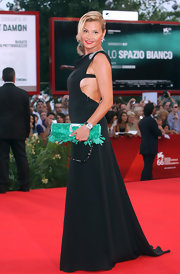 Simona Ventura's aqua feathered clutch looked striking against her black dress.