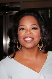 Oprah Winfrey's shoulder-length curls had a charming retro feel.