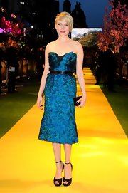 Michelle Williams' peacock blue dress popped on the 'yellow brick road' at the premiere of 'Oz.'