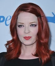 Shirley Manson accentuated her green eyes with a purple jewel toned eyeshadow.