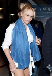 Pamela Anderson sported a super long, blue scarf while arriving at LAX.