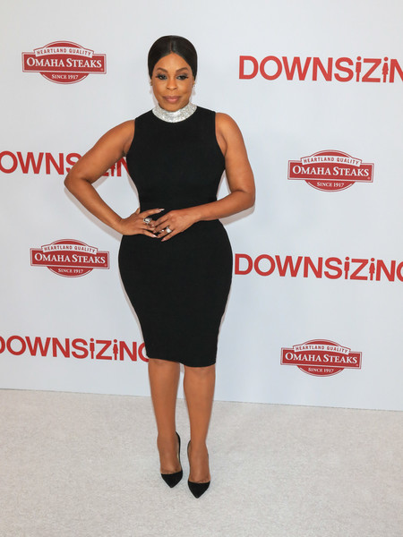Niecy Nash's curves stole the spotlight in this form-fitting LBD at the special screening of 'Downsizing.'