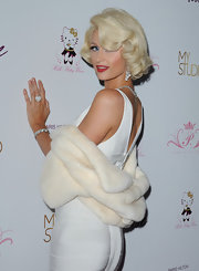 Paris glamed up for her fragrance launch and paired her fur coat with a diamond heart ring.