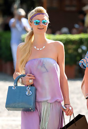 While doing some shopping in Italy, Paris Hilton showed off her blue tote bag.