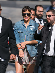 Paula Patton kept the sun out with a pair of aviators while headed to 'Kimmel.'