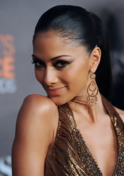 Nicole showed off her gold dangling earrings while attending the 2010 People's Choice Awards.