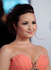 Demi Lovato wore a peachy-nude lipstick to complement her lovely cantaloupe-colored dress at the 2012 People's Choice Awards.